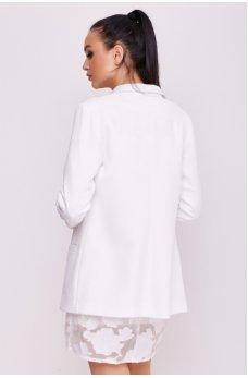 Белый пиджак в стиле оверсайз