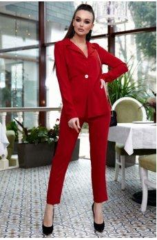 Женский брючный костюм красного цвета