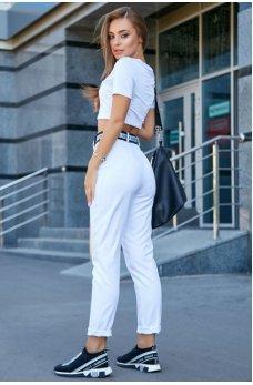 Белая молодежная футболка с принтом