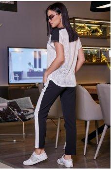 Белая легкая модная футболка