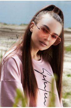 Романтичные солнцезащитные очки с розовыми линзами