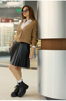 Черная привлекательная женская юбка из эко-кожи
