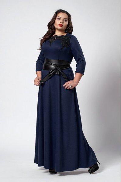 Темно-синее платье в пол с поясом