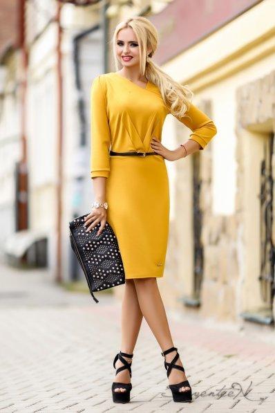 Утонченное горчичное платье