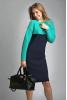 Вязаное оригинальное платье темно-синего цвета с мятой