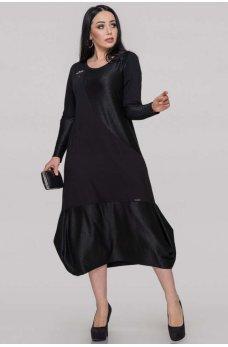 Свободное черное платье со спущенной линией плеча