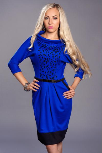 Ярко-синее платье с перфорацией
