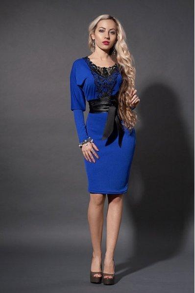 Платье ярко-синее с ажурным кружевом