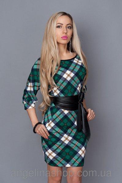 Зеленое платье в клетку с кожаным поясом