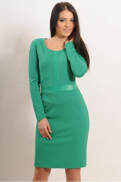 Зеленое приталенное платье с кожей